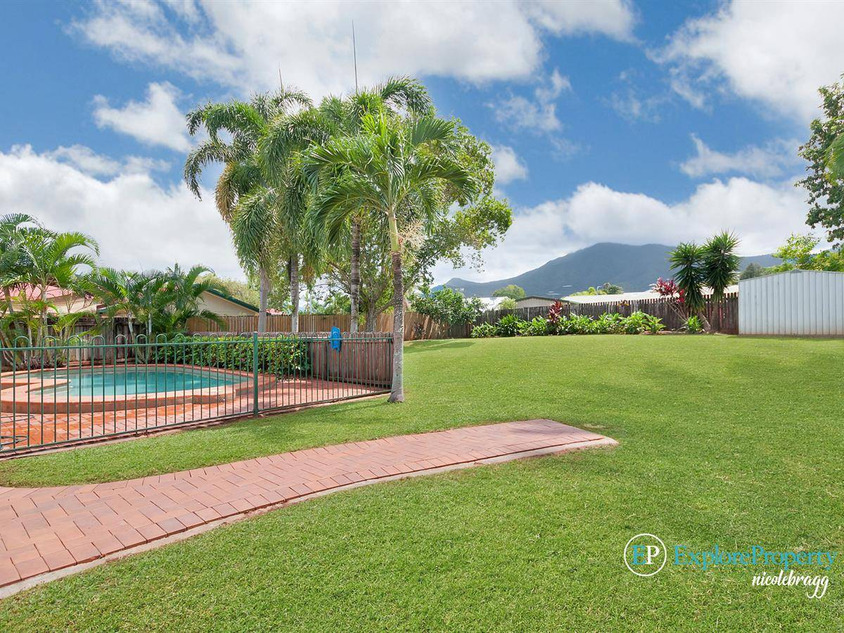 Beautiful Family home with swimming pool on quiet cul-de-sac