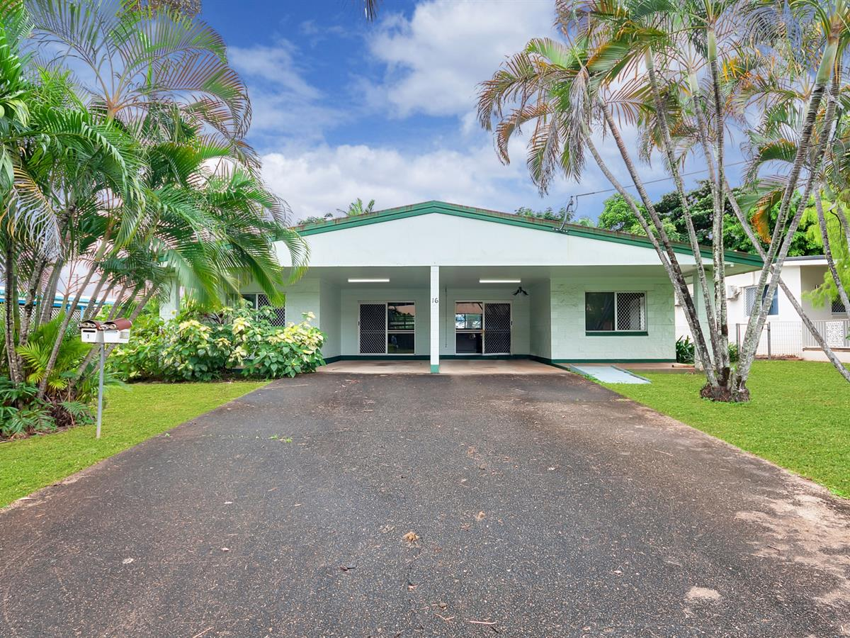 WHAT AN OPPORTUNITY! FULL DUPLEX, HUGE YARDS…BE QUICK!