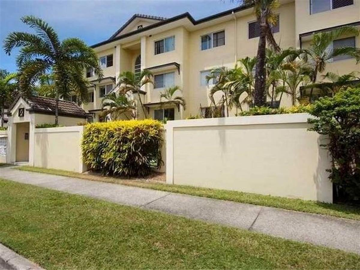 SECURE COMPLEX CLOSE TO THE CITY!