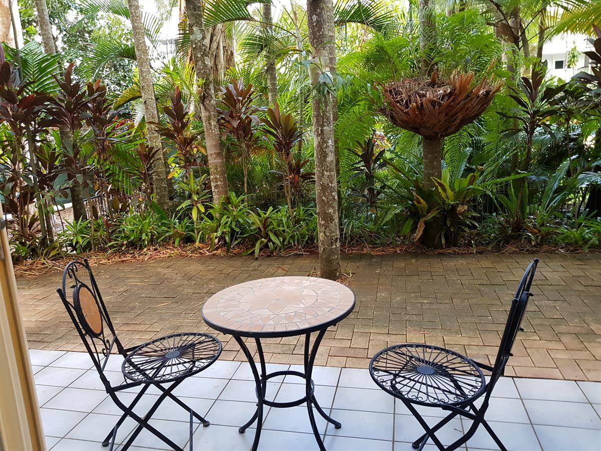 Gorgeous Garden Beachside Apartment